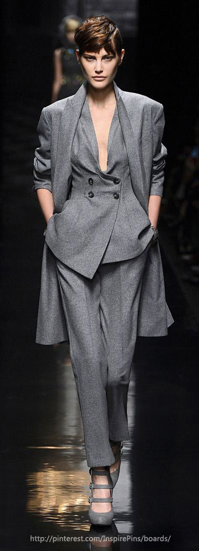 Ermanno Scervino FW2013 traje pantalon cruzado gris con abrigo a juego