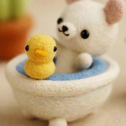 Bébé ours dans bain d'aiguille feutrage Kit par APHandcrafts