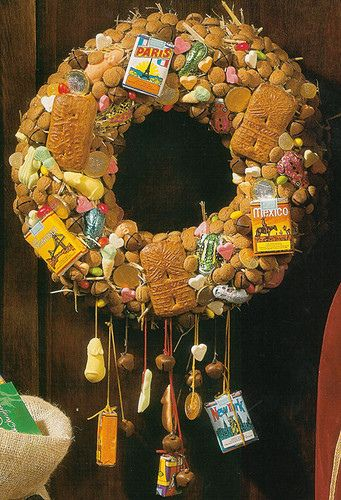 """Yummie wreath"" :: I think this is a ""Scandanavian"" Pin ... love the idea, but too many teensy ""pantry bugs"" in my warm & humid TX would find & EAT it!"