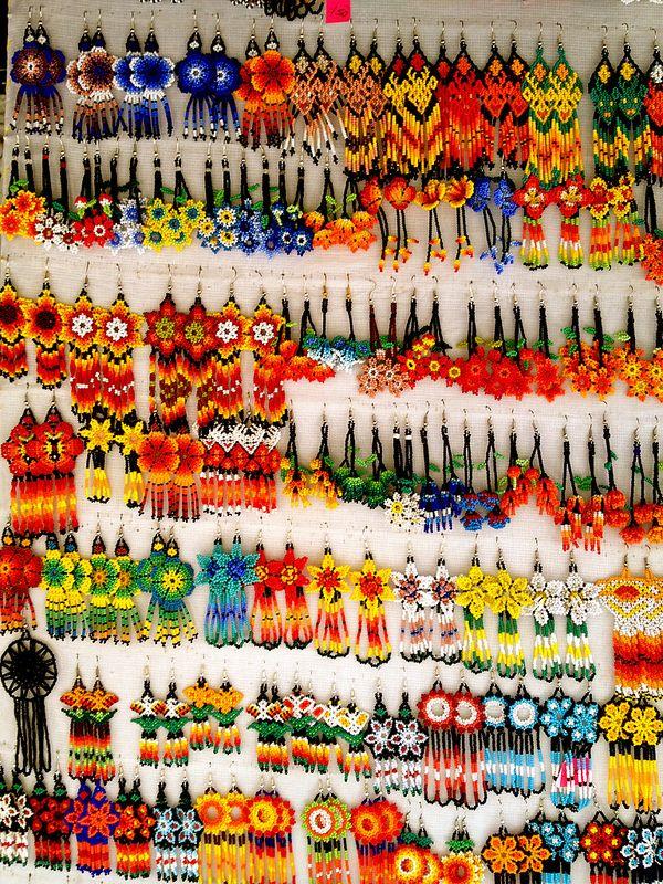 Aretes hechos a mano en Tepíc, Nayarit, México.