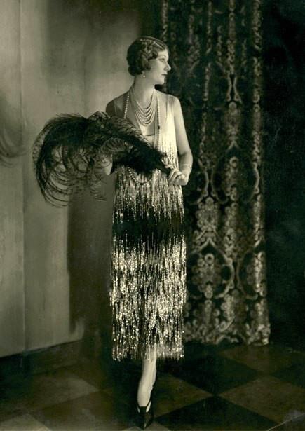 17 meilleures id es propos de coiffures de 1930 sur pinterest maquillage des ann es 1930. Black Bedroom Furniture Sets. Home Design Ideas