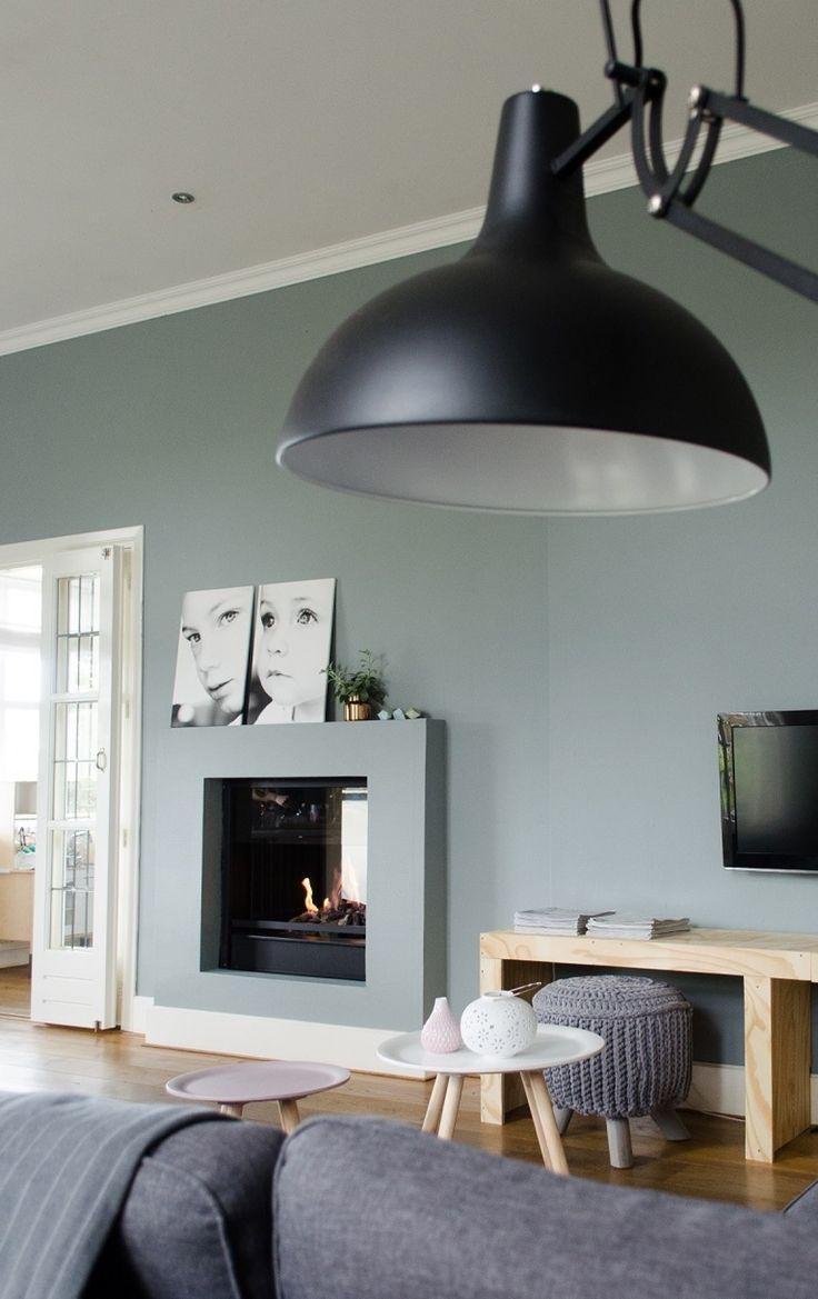 Gesloten haard in grijze schouw - meer haardeninspiratie via www.uw-haard.nl