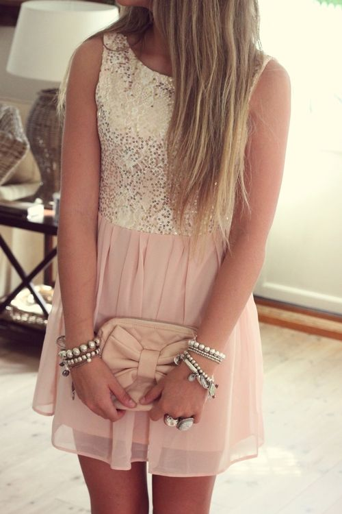 I want/need this.! Super cute and elegant/girly style. Defiantly my style.!