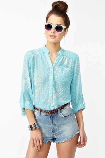 .Chiffon Blouses, High Waist, Starry Sky, Summer Outfit, Sky Blouses, Outfit With Blue Shorts, Cute Outfit For Summer Shorts, Starry Skies, High Bun