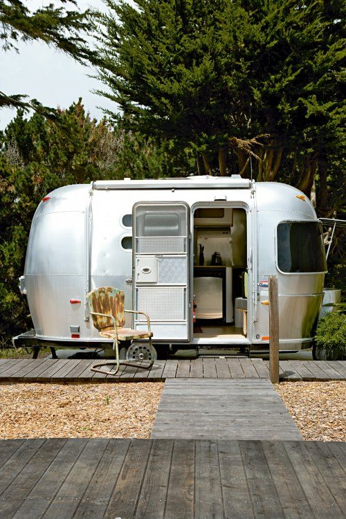 A trailer in the backyard... Might me a nice feature