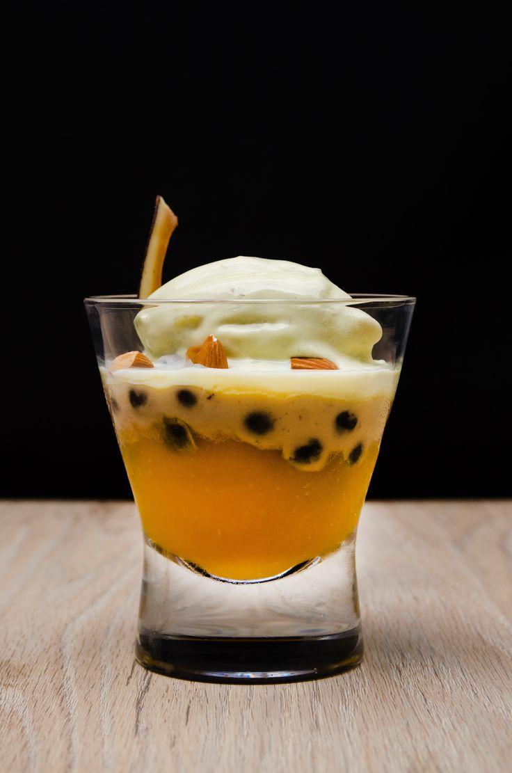 tapioka negro, puré de mango, limoncillo, leche de coco, almendras, helado de aguacate