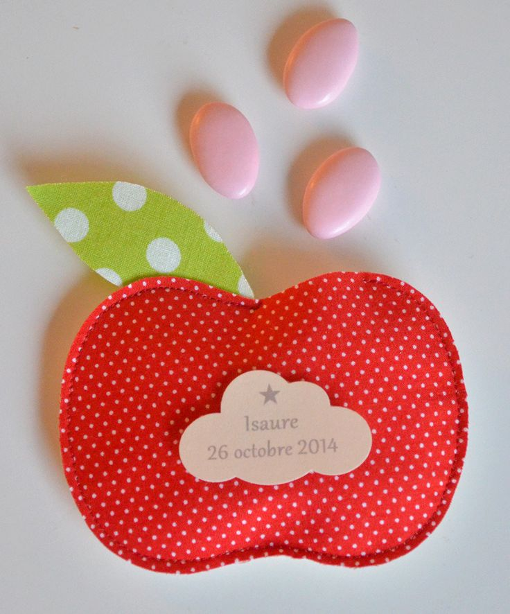 sur commande ballotin de dragées pomme étiquette nuage personnalisée : Autres bébé par bykiki