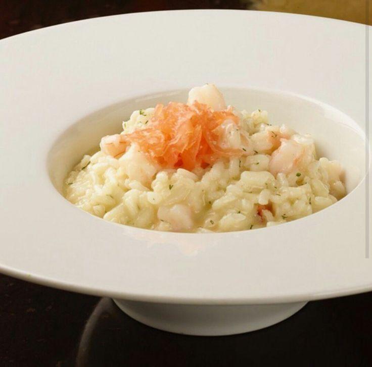 Risotto de langostinos con gravlax de salmón ahumado y eneldo