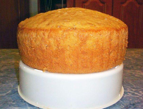 Именно благодаря газу, который содержится в лимонаде, бисквит получается очень высокий.