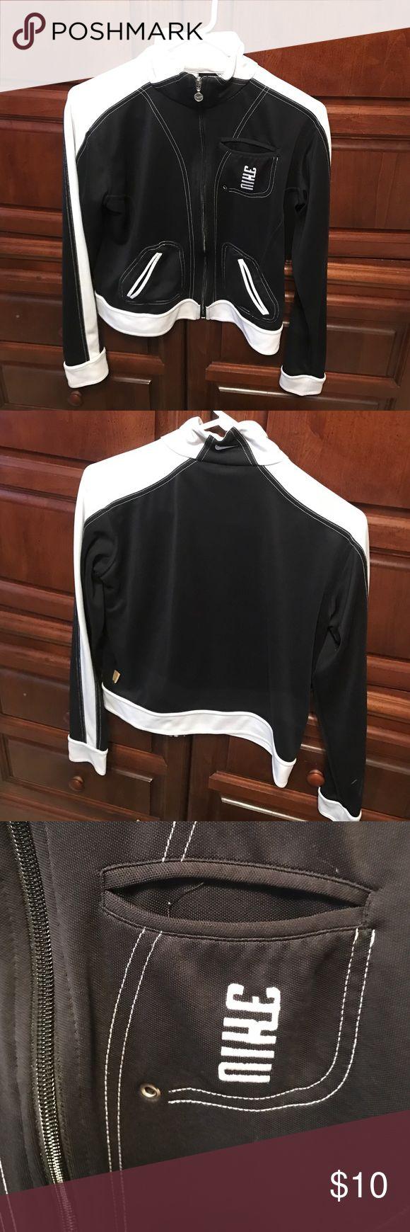 Nike jacket large Cute black and white with pockets Nike Jackets & Coats