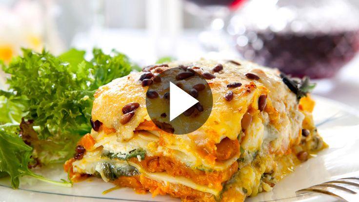 Zutaten für 4 Personen: 250g Zucchini 250g passierte Tomaten 1 Zwiebel Olivenöl Salz & Pfeffer...