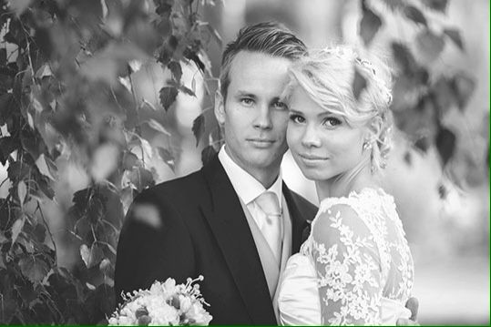 Black and white wedding potrait, photographer TiituDesign