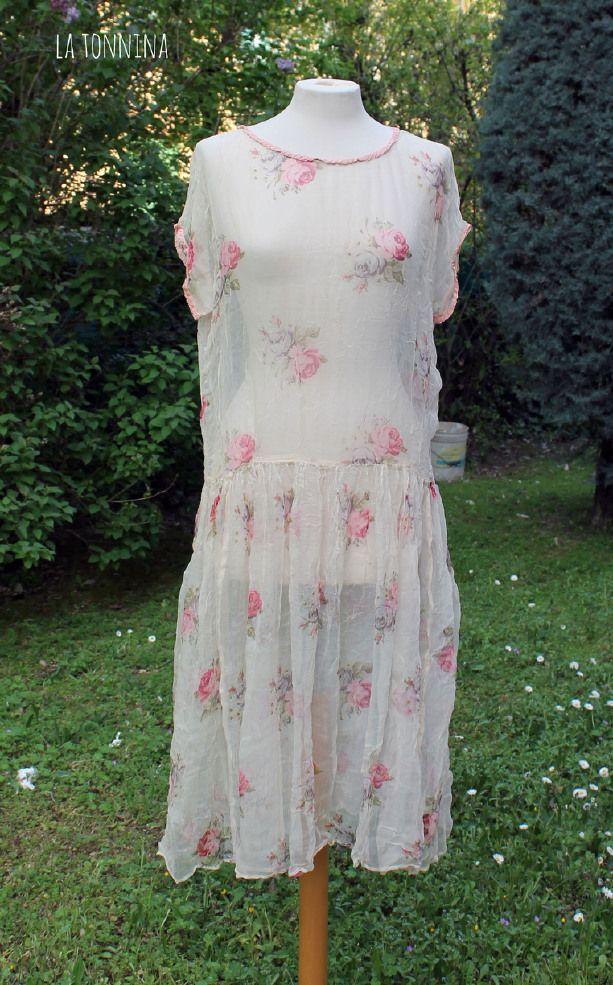Abito trasparente con rose e bordi in tessuto rosa  http://www.blomming.com/mm/latonnina/items/abito-trasparente-over-con-rose