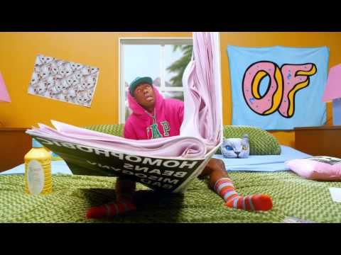 Last April he released his second studio album, Wolf. Now, the founder of the Odd Future crew member returns with a disturbing and yet funny the video for Tamale. The opportunity to see Tyler, the Creator jumping on a giant woman, riding a huge cat, trying to play golf. The clip also includes some censored scenes and an appearance by Pharrell Williams from 2:32. Final word: he looks creepy in white face!