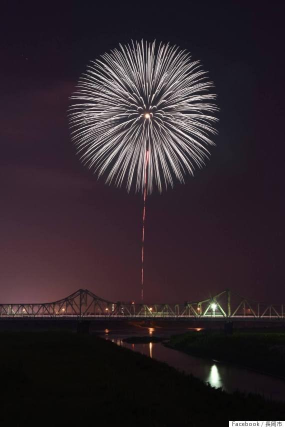 長岡空襲から70年、慰霊の白菊が夜空に咲いた 伝説の花火師が込めた思い【戦後70年】 nagaoka shiragiku