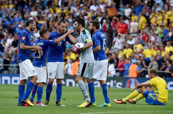 Gianluigi Buffon of Italy celebrates victory with team-mates following the UEFA EURO 2016 Group E match between Italy and Sweden at Stadium Municipal on June 17, 2016 in Toulouse, France. #Giaccherini