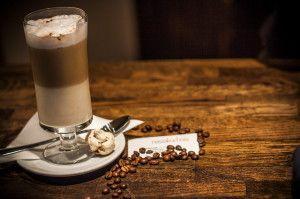 latte, latte macchiato, kawa, dobra kawa, pyszne latte, włoskie latte