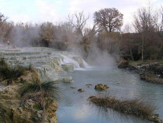 Le Cascate del Mulino, con acqua sulfurea