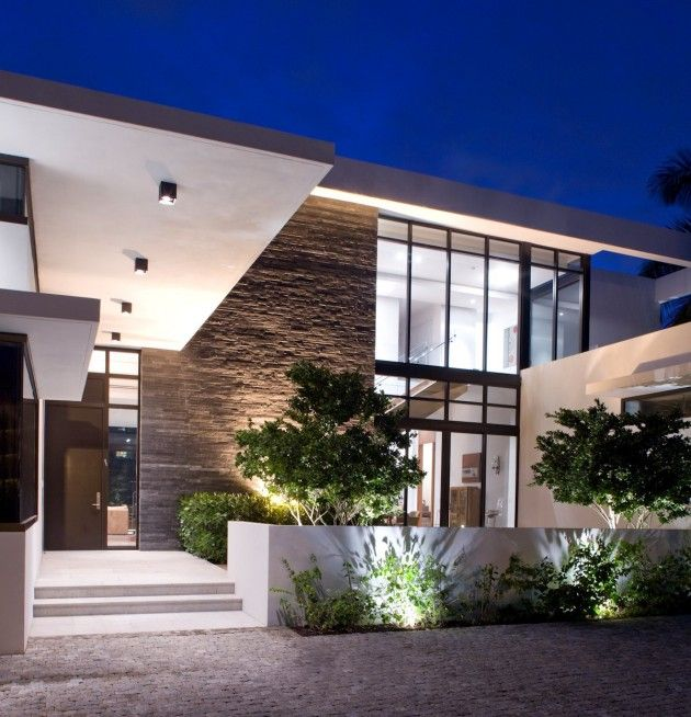 KZ Architecture have designed the South Island Residence, a single family home located in the town of Golden Beach, Florida.