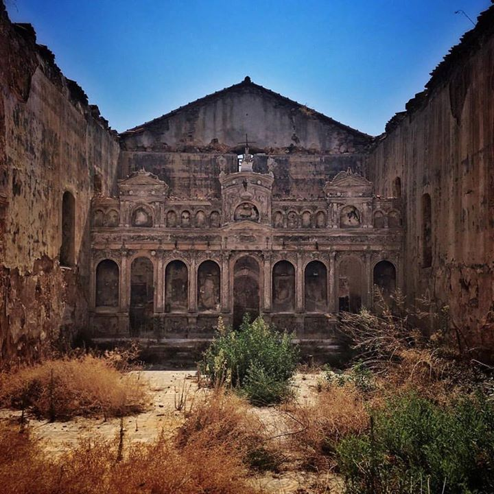 The haunting remains of this church at the old castle in Koroni Peloponnese remain after a fire burned it down a few years ago.  #greekchurch #details #fire #burned #church #koroni #instagreece #instatravel #haunting #wanderlust #igers_greece #ig_greece #vsco #vsco_greece #ig greece #wu_greece #iphone #handofgreece