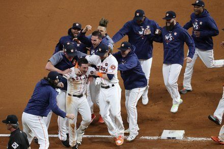 Astros Down the Dodgers in a Dramatic and Dizzying Slugfest