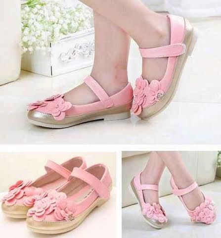 Sepatu import ini bermodel flat. Brand Channel. Kualitas bagus. Tidak pakai dus. Dapat dipakai untuk sekolahmaupun untuk berpergian. Cocok untuk usia balita kisaran 2th-5th. DETAIL : Model — Sepatu Flat Warna — Soft Pink Ukuran : 26 (pjg=16cm), 27 (pjg=17cm), 28 (pjg=18cm), 29 (pjg=19cm), 30 (pjg=20cm)