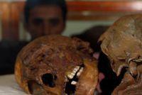 Egypte 17 momies ont été découvertes dans le centre du pays                                                                                 Des archéologues égyptiens ont trouvé 17 momies dans des catacombes... http://www.lexpress.fr/actualite/monde/afrique/egypte-17-momies-ont-ete-decouvertes-dans-le-centre-du-pays_1907828.html