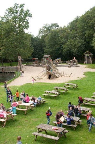 In attractiepark Oud Valkeveen is er genoeg buitenpret te beleven. Ook hebben ze een leuke binnen speeltuin en bioscoop.