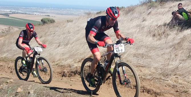 Cadel Evans e George Hincapie já levaram o título no Tour de France em 2011 com a BMC e agora podem adicionar aCape Epic no currículo de sucesso.    Os ciclistas, agora aposentados, venceram a etapa 7 na categoria Masters.   #bike #ciclismo #competição de mtb #mountain bike #mountainbike #MTB #ultramaratona de MTB