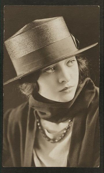 1910s Camille Pastorfield, Broadway actress. A very cool look.