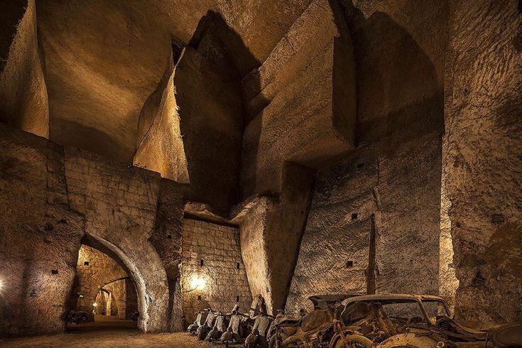 Corredores e galerias foram construídos no século 17 e serviram de abrigo antibomba durante a Segunda Guerra Mundial