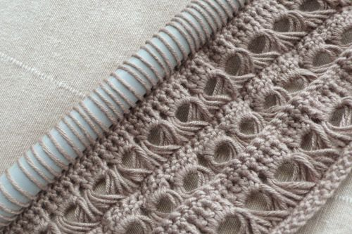 Broomstick lace and double crochet stitch, use a large knitting needle for