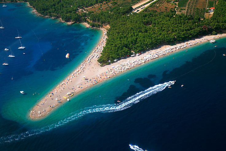 Pláž Zlatni rat, Bol, ostrov Brač: http://www.novalja.cz/chorvatsko/letoviska/letovisko-ostrov-brac-bol/