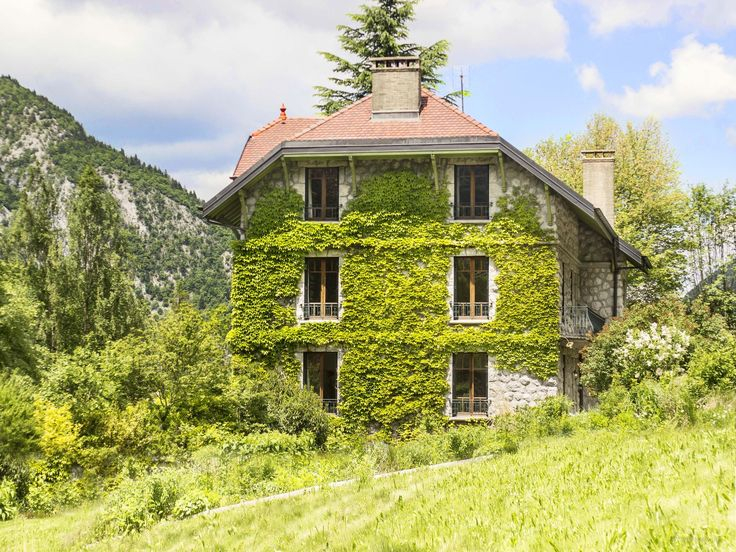 Refurbished manor near Le Grand Bornand (in Le Petit Bornand) sleeps 12 in 6 bedrooms, 6 bathrooms - sauna, gym, cinema, huge garden, jacuzzi and summer pool just 45 minutes from Geneva