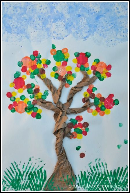 Tree Cork & Utensil Painting by Crayon Box Chronicles. And I will happily participate in collecting all those wine corks ;)
