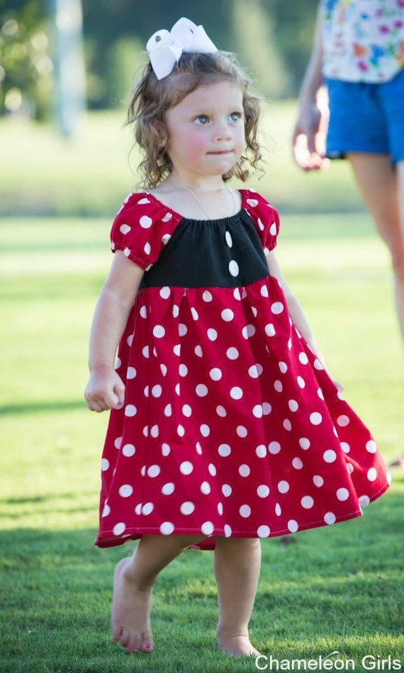 Su pequeña princesa va a ser que la reina de Disney World en esta Minnie Mouse inspirado vestido si ella está caminando por Main Street USA,