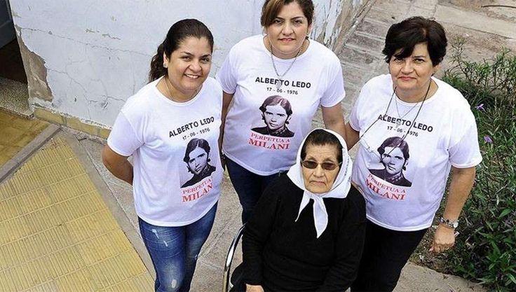 """""""Queremos prisión perpetua para el exjefe del Ejército y todos los responsables"""", reclamaron la madre y la hermana del conscripto desaparecido Marcela Brizuela con sus nietas Gabriela y…"""