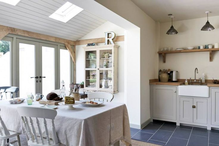 The Pembridge Shaker Kitchen by deVOL is painted in one of our most popular paint colours 'Mushroom'.