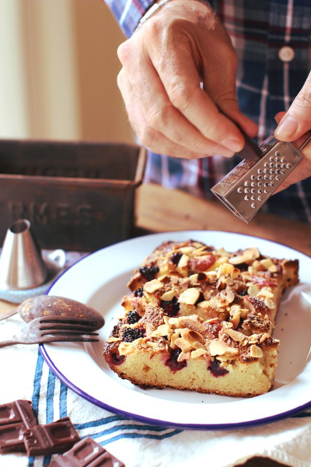 Torta di more, mele e mandorle