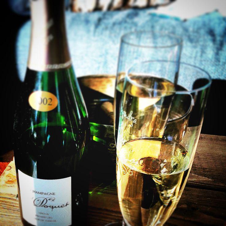 """""""Champagner"""" ist fast jedermann bekannt. Ob man Ihn mag oder nicht - das ist Geschmacksache. Selbst bei vielen, die Ihn gerne eiskalt genießen geht der Griff nicht mehr ganz selbstverständlich zu den bekannten Marken. Es sind mittlerweile auch kleine (Boutique-)…"""
