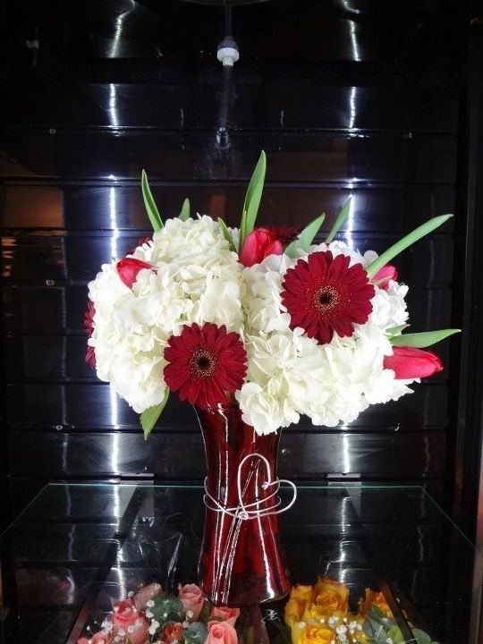 1000 ideas about valentine flower arrangements on for Valentines day flower ideas