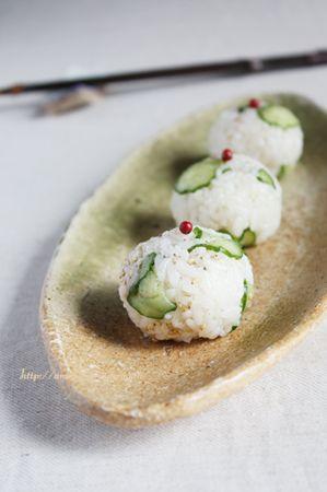 アンチョビと塩揉み胡瓜のおむすび   美肌レシピ