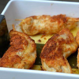 KIP KIEV! Naar recept van Jamie Oliver. Zo lekker. Kipfilet uit de oven gevuld met kruidenboter. Recept vind je nu online. Link in de bio! #kipkiev #jamieoliver #kipfilet #kruidenboter #food #foodie #foodblog #foodensomuchmore