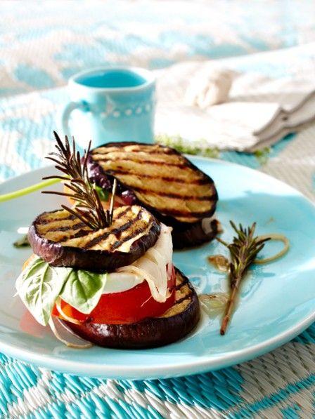 Sie suchen vegetarische Grillrezepte? Gefülltes Gemüse und bunte Spießen - unsere fleischlosen Köstlichkeiten sind alles andere als langweilig.