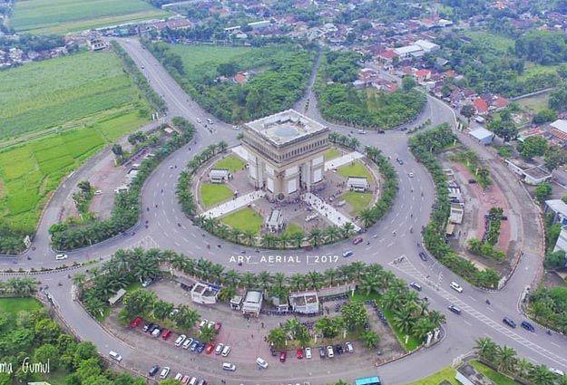 , Tempat Wisata Nongkrong Di Surabaya, Carles Pen, Carles Pen