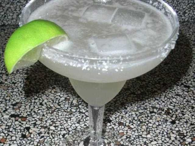 Margarita. Un cocktail muy rico que no puede faltar en tus cenas mejicanas.