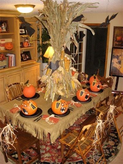 Halloween party decorationsDecor Ideas, Halloween Decor, Halloween Parties Ideas, Tables Centerpieces, Fall Tables, Carvings Pumpkin, Halloween Tables, Halloween Ideas, Parties Decor