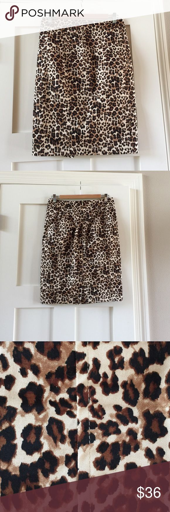 41 Hawthorn Stitch Fix szM print pencil skirt 41 Hawthorn a Stitch Fix brand szM print pencil skirt.  This is the perfect pattern for Summer!  This skirt would look super cute with heels or with flats.  Comes from smoke free and pet free home. 41 Hawthorn Stitch Fix Skirts Pencil