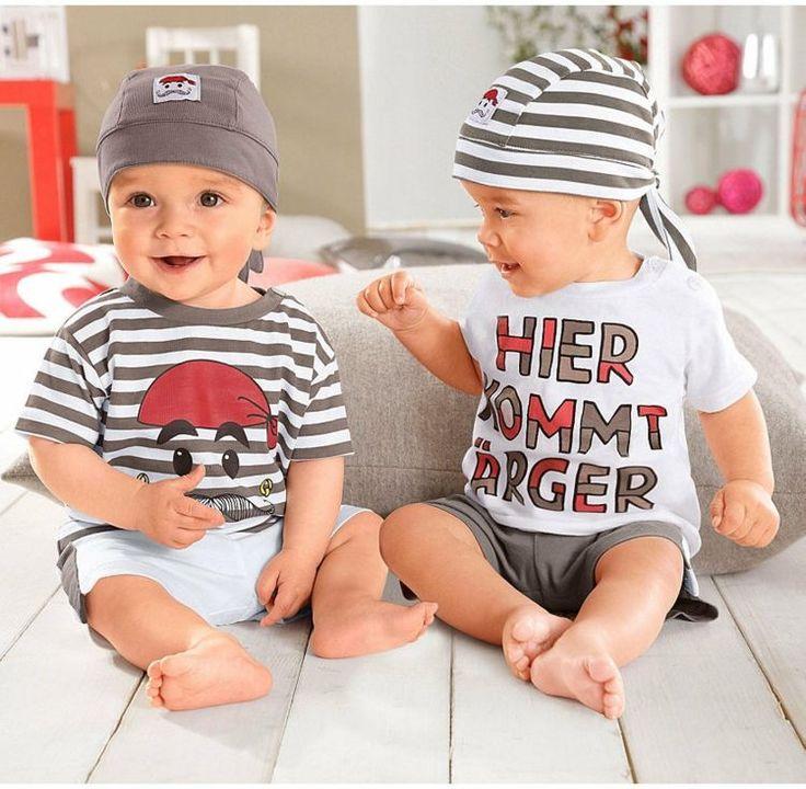vêtements bébé garçon - chapeaux en blanc et gris, T-shirts avec lettrage ou à rayures et shorts mignons en blanc/gris