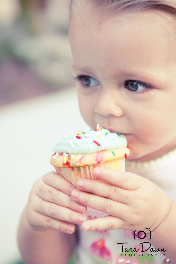 I love cupcakes AND children, so this photo makes me smile!